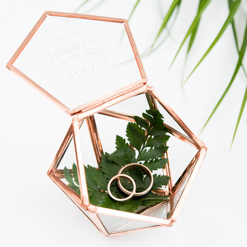 4623-56-1305-106c-i_small-glass-geometric-terrarium-ring-box-greenery-etching